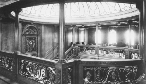 02_titanic_1st_class_staircase_dome.jpg